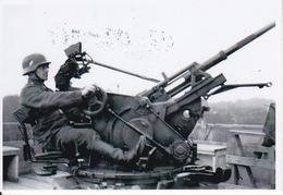 Foto Deutscher Soldat Mit Flak - 2. WK - 9*6cm - Repro (29182) - Repro's