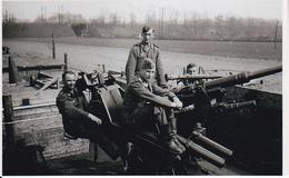 Foto Deutsche Soldaten Mit Flak - 2. WK - 9*6cm - Repro (29195) - Repro's