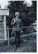 Foto Deutscher Soldat Als Wache Bei Schleuse - 2. WK - 9*7cm - Repro (29197) - Repro's