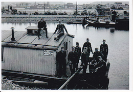 Foto Deutsche Soldaten Auf Hausboot Bei Minden - 2. WK - 9*7cm - Repro (29198) - Repro's