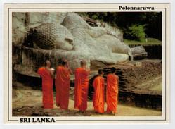 SRI LANKA    POLONNARUWA   BUDDHIST MONKS DURING  OFFERING     MAXICARD      2 SCAN    (VIAGGIATA) - Sri Lanka (Ceylon)