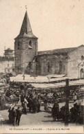 17 SAUJON   L'Eglise Et Le Marché - Saujon