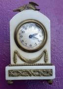 Horloge De Cheminée ( Marbre , Laiton ) - Horloges