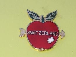 PINS 34 - SWITZERLAND, ARROW,  JABUKA, Pomme, APPLE, - Alimentazione