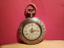 VINTAGE Et ORIGINAL HORLOGE MECANIQUE MONTRE A GOUSSET  MARQUE AMGR ? VOIR PHOTOS - Relojes