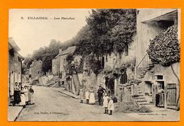 37. Villaines-les-Rochers. Les Marches. Habitants En Pose Devant Leur Maison - Altri Comuni