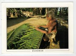 ZANZIBAR   TRADITIONAL  ROOF  MAKING FRO  COCONUT TREE            (NUOVA) - Tanzania