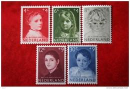 Kinderzegels, Child Welfare Kinder Enfant NVPH 702-706 (Mi 707-711) 1957 POSTFRIS / MNH ** NEDERLAND / NIEDERLANDE - 1949-1980 (Juliana)