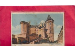 168. SAUMUR . LE CHATEAU , COUR INTERIEURE . NON ECRITE ET TACHEE - Saumur