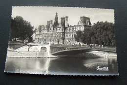 75 / Paris - L'Hôtel De Ville Et Le Pont D'Arcole - Autres Monuments, édifices