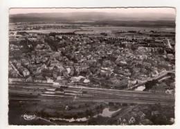 CP 10*15-OP96-SARREBOURG VUE GENERALE AERIENNE 1962 LA GARE - Sarrebourg