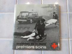 33 Tours Format 45 T - Croix Rouges Francaise Quatre Gestes Pour Une Vie Premiers  Soins - Vinyles