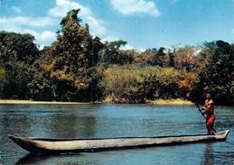 Afrique > CAMEROUN  (pirogue Piroguier) - Editions Librairie St Paul YAOUNDE  Photo L.Brun *PRIX FIXE - Camerun