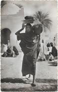 AFRIQUE. TCHAD.  FEMME AU MARCHE - Tchad