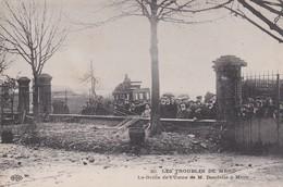 C1 / MERU  N° 20  LES TROUBLES DE MERU    LA GRILLE DE L USINE DE M° DOUDELLE A MERU   1909 - Meru