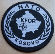 Ecusson Insigne Tissu Patch -  KFOR  - NATO -  OPEX OTAN  En KOSOVO - Ecussons Tissu