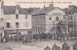 C1 / MERU  N° 6  ARRIVEE DES CUIRASSIERS PLACE DE L HOTEL DE VILLE  LE 1° MAI 1909 - Meru