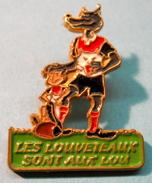 PIN'S LES LOUVETAUX SONT AUX LOU - Rugby
