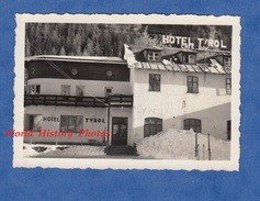 3 Photos Anciennes Snapshot - SANKT ANTON Am ARLBERG - L' Hôtel Tyrol , Café Bar - 1953 - Tyrol Austria - Lugares