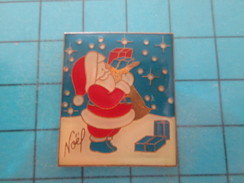 Pin1217 Pin´s Pins / Beau Et Rare : PERE NOEL ET CADEAUX   Marquage Au Dos : - --- -     Le Carroyage Sur Le Fond Bleu C - Christmas