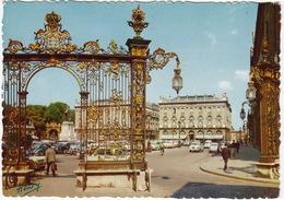 Nancy: RENAULT 4 & 4CV, CITROËN DS & 2CV, PEUGEOT 403, - Les Portes D'or De La Place Stanislas - PKW