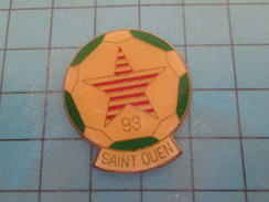 Pin1317 Pin´s Pins / Beau Et Rare : CLUB FOOTBALL RED STAR SAINT-OUEN  Marquage Au Dos : - --- -     Le Carroyage Sur Le - Football