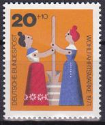 Timbre-poste Neuf** - Anciens Jouets En Bois Femme Battant Le Beurre - N° 551  (Yvert) - RFA 1971 - Neufs
