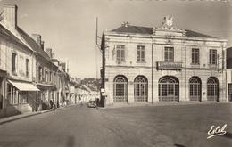 VIBRAYE (72)  PLACE DE L'HOTEL DE VILLE ET RUE DE LA RIVIERE - Vibraye