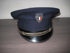 Casquette De Police Avec Insigne Métal  Taille 57 Très Bel état - Headpieces, Headdresses