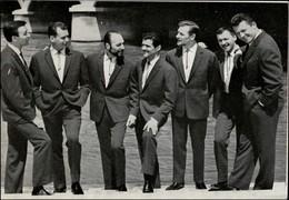 CELEBRITES - LES HOMMES - Chanteurs - Non Classés