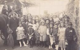SAINT-VARENT. - Carte-Photo D'une Fête D'enfants Accompagnés De  Personnes Nommées Au Verso - France