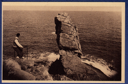 29 CLEDEN-CAP-SIZUN La Baie Des Trépassés, Le Menhir - Animée - Cléden-Cap-Sizun