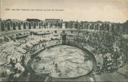 13 - Arles - Intérieur Des Arènes Un Jour De Courses (pas Courante) - Arles