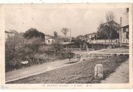 ---- 33 ------- PLASSAC  Le Port  TB Timbre Décollé - France
