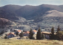 CPM  De  BUSSANG  (88)  -  Vacances  P.T.T. - Vosges  -  Vue  Générale     //  TBE - Bussang
