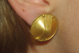 BOUCLES D´ OREILLES VINTAGE Métal Doré BOUCLIERS CONIQUES - Earrings