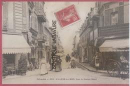 14 - VILLERS SUR MER---Rue Du Casino (bas)--café Commerces--animé - Villers Sur Mer
