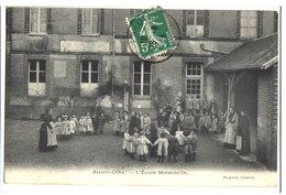 AIX-EN-OTHE - L'ECOLE MATERNELLE - LES ENFANTS DANS LA COUR - France