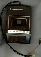 COMMODORE  DATASETTE SERIAL NO 043678 Avec 16 Cassettes - 4 Scans - Technical