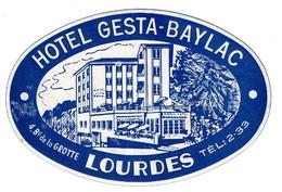 ETIQUETTE D'HOTEL - LABEL - LUGGAGE - FRANCE - Lourdes, Hôtel GESTA-BAYLAC, 4  Bd De La Grotte - 2 Scans - Hotel Labels
