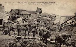< GUERRE 14/18 DANS LA SOMME NESLE IRLANDAIS REPARANT UNE ROUTE DYNAMITEE - Weltkrieg 1914-18