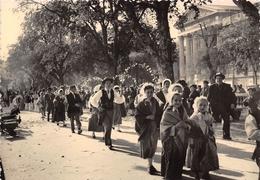"""30-NIMES- LE GROUPE """" L'AMENLIE ' A UN DEFILE FOLKLORIQUE - Nîmes"""