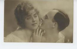 FEMMES - FRAU - LADY - Jolie Carte Fantaisie Portrait Couple Amoureux - Women