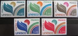 LOT R1624/68 - 1976/78 - TIMBRES DE SERVICE (UNESCO) SERIE COMPLETE - N°50 à 52 + N°56 à 57 - NEUFS** - Mint/Hinged