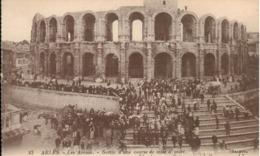 13 - Arles - Les Arènes - Sortie D' Une Course De Mise à Mort - Arles