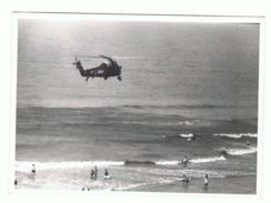 Photo ( 13 X 18 Cm) Hélicoptère Sikorsky ( Sea King) De Kosijde / Coxyde Au-dessus De La Plage - Kust (b207) - Luchtvaart
