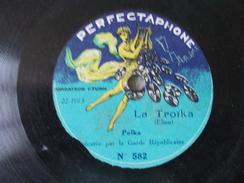 Bagatelle Et La Troika Exécutée Par La Garde Républicaine Disque à Saphir Ou 78T Petit Format - Formatos Especiales