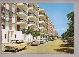 CPM - Gandia (Espagne) - 37. Plage  // Voitures Dans La Rue - Espagne