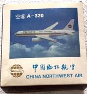 = Avion Maquette Modèle Réduit En Métal Airbus A320 China Northwest - Avions & Hélicoptères