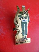 Pins EGF Armee Militaire Legion Etrangere Legionnaire  - De 1992 Avec Famas - Militaria